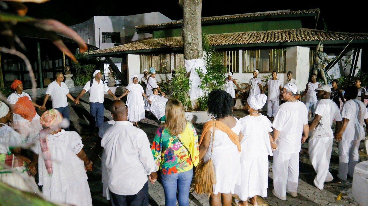 Resultado de imagem para Comunidades do candomblé pedem respeito e tolerância na Alvorada dos Ojás em Lauro de Freitas